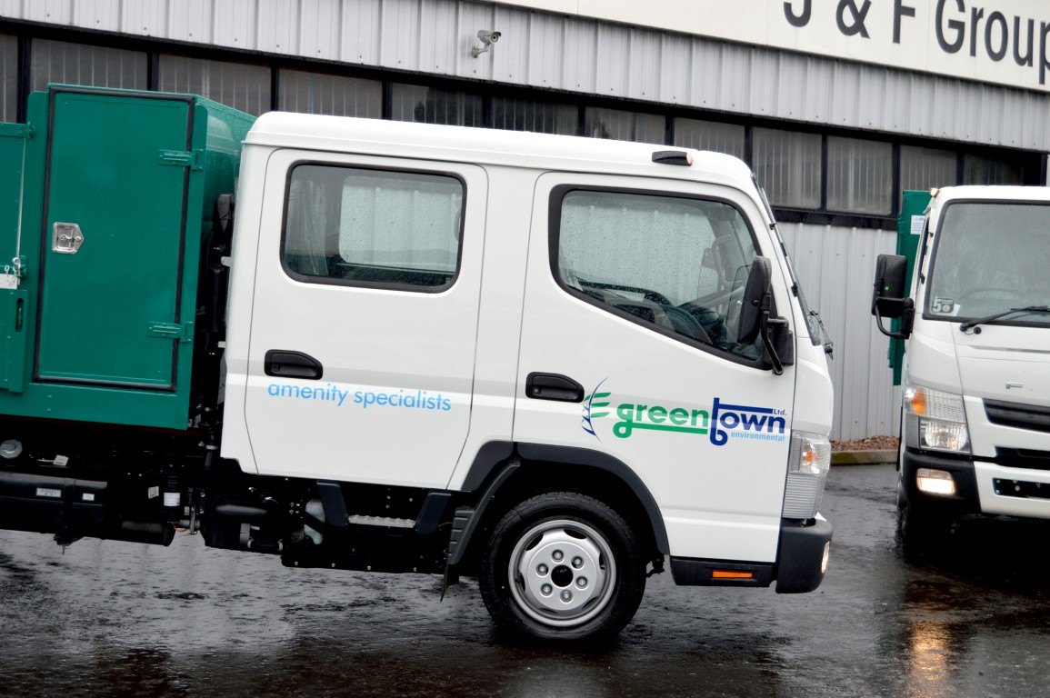 2 x new mitsubishi fuso 3c130 3 5 ton crew cab tippers supplied to greentown fuso ni. Black Bedroom Furniture Sets. Home Design Ideas